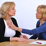 Dr.-Kathrin-Nieter-mit-einer-Patientin